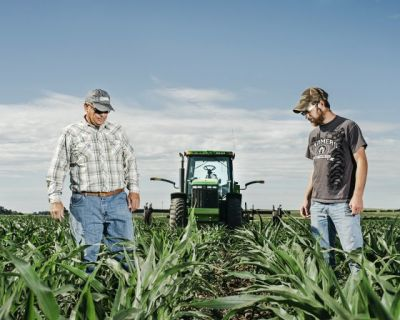 Hand Me That Wrench: Farmers and Apple Fight Over the Toolbox