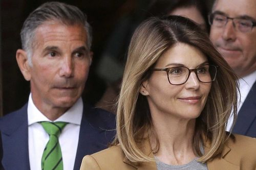 Lori Loughlin arrives at federal prison to begin sentence in college admissions scandal