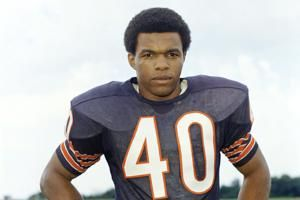 Gale Sayers, Bears Hall of Fame running back, dies at 77
