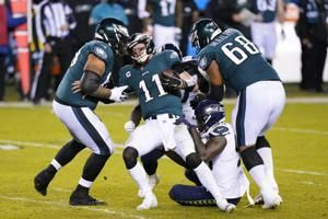 Wentz, offense struggle again in another Eagles loss