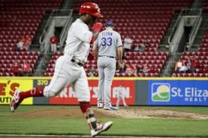 Dozier's homer lifts Royals to 4-3 win over Reds