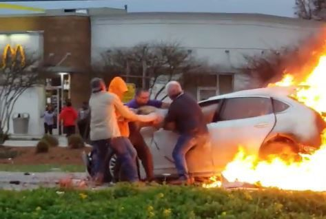 Intense video: Good Samaritans rescue woman from burning car