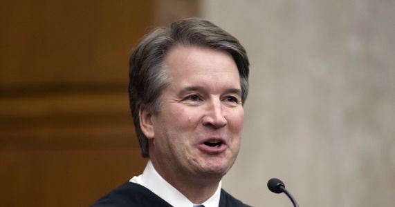 The Latest: Memo shows Kavanaugh opposed indicting president