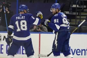 Stamkos, Palat lift Lightning over Blackhawks again