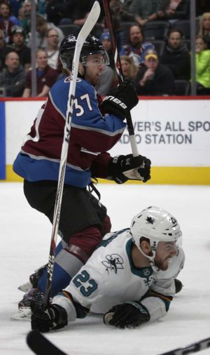 Sizzling Avs win 8th straight by holding off Sharks 5-3