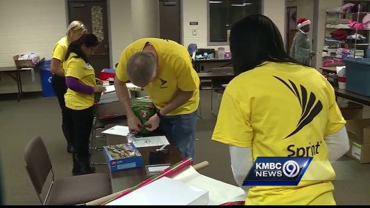Volunteers help Crittenton Center make holiday bright for kids in need