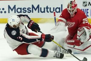 Blue Jackets hold on, defeat Red Wings 3-2 for their 1st win