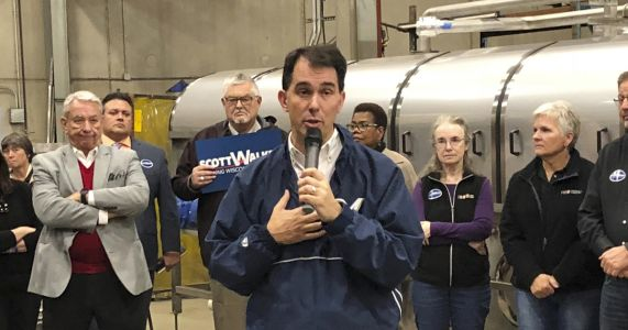 Wisconsin's Walker confronts dire political outlook