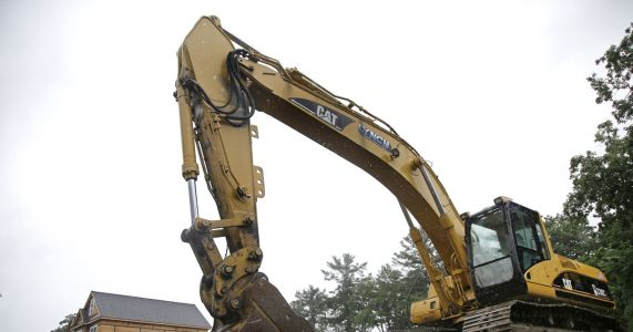 Caterpillar 3Q results top Street, helped by improved demand