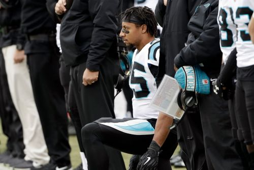 Eric Reid's wild day: Anthem protest, fight and 'sellout' finger-point