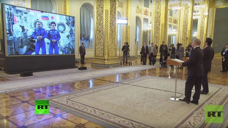Putin & Abe call ISS from Kremlin after Russia-Japan talks