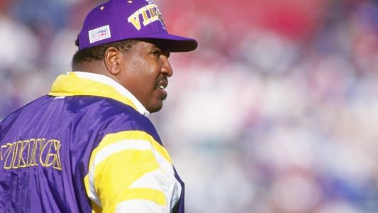 Vikings to induct late Dennis Green into Ring of Honor