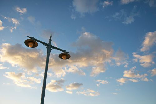 NYC wants to turn streetlights into high-speed Wi-Fi hotspots