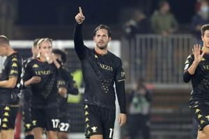 Promoted Venezia beats Fiorentina 1-0 for first home win