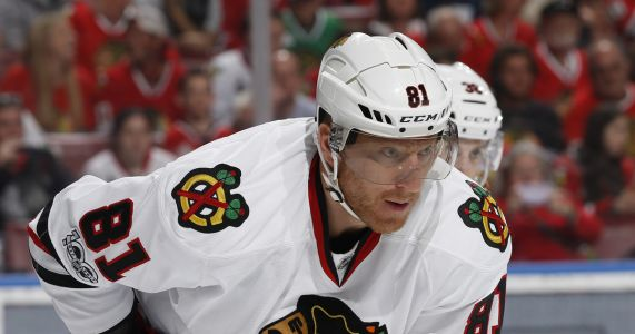 Blackhawks unload Hossa's contract in trade with Coyotes