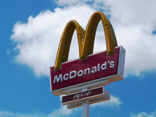 7 fast food chains agree to end 'no-poach' rules