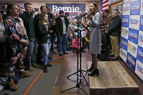 Democratic candidates pour into Iowa for last-minute push