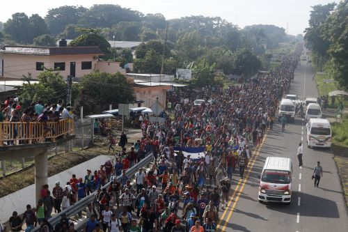 Migrant caravan swells to 5,000, resumes advance toward U.S