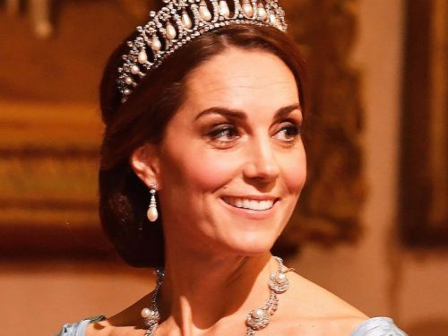 Kate Middleton wore a mermaid gown with one of Princess Diana's tiaras and she looks like a real-life Cinderella
