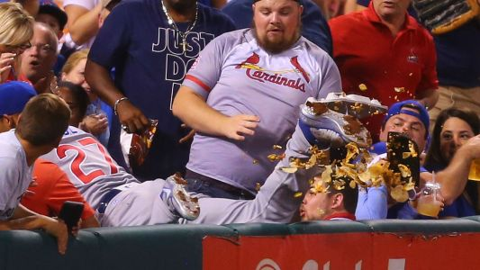 Watch: Cubs' Addison Russell brings Cardinals fan fresh nachos after spilling into stands