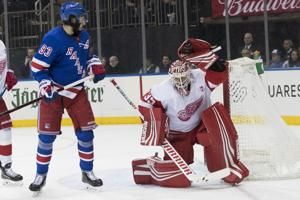 Red Wings sign Howard to 1-year extension