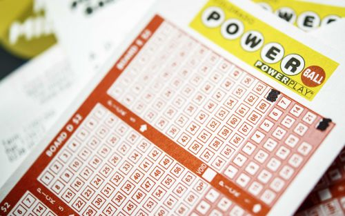 Powerball jackpot estimated at $625M before Saturday drawing