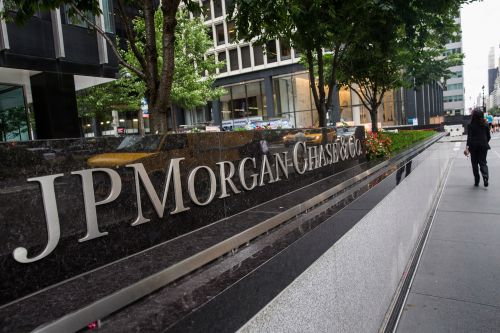 JPMorgan's consumer banking strength offsets bond trading weakness