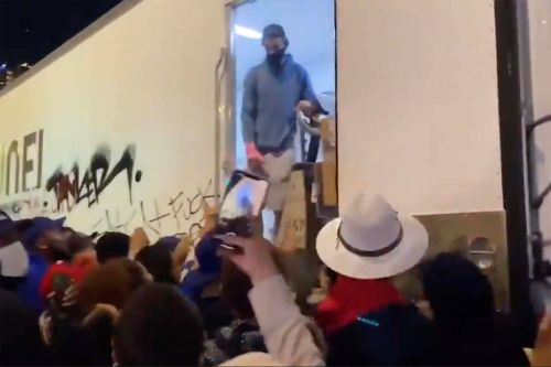Rowdy Dodgers fans loot massive tractor-trailer after World Series win