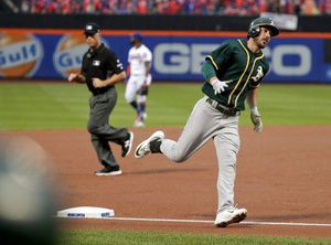 Flores hits HR in 9th, Mets beat A's 6-5 for 4th straight