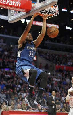 Towns leads Timberwolves past injury-depleted Clippers