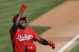 Reds cash in on White Sox control woes for 7-3 victory