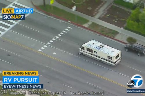 Woman in stolen RV leads cops on wild chase in Los Angeles