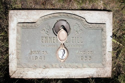 Government reopens probe into 1955 slaying of black teen Emmett Till