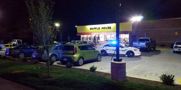 Nude gunman kills 4, injures 3 at Nashville Waffle House