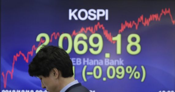 Asian shares slip as traders brace for Fed rate increase