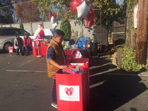 West Sac children give back this holiday season