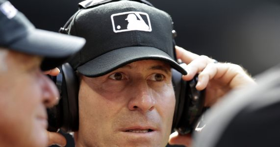 Umpire who has sued MLB asks court not to dismiss lawsuit