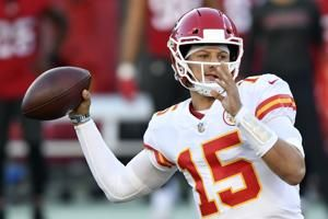 Mahomes, Hill light up Bucs, Chiefs hold on vs. Brady 27-24