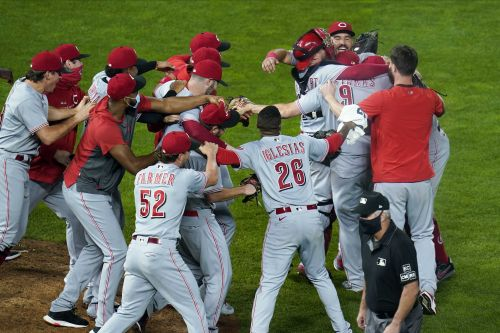 Big night for Cincinnati: Reds secure playoff berth, their first since 2013