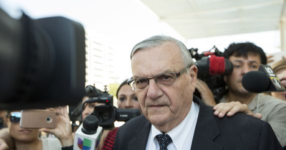 Sheriff Arpaio pursued case to hurt Sen. Flake, lawsuit says