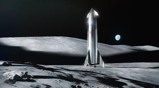 How SpaceX's new Starship launch system compares to NASA's towering Apollo moon rockets