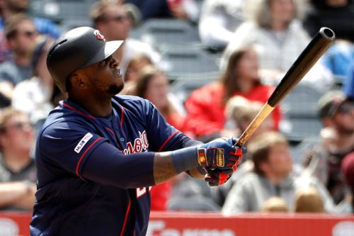 Twins tie team record with eight HRs to continue record pace