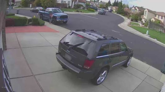 Terrifying video shows girl hiding from suspicious car following her through neighborhood