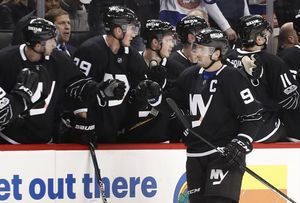 Tavares, Greiss give Weight win in Islanders debut