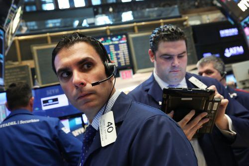 Dow drops more than 500 points in wake of weak bellwethers