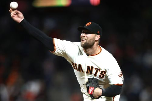 Giants closer breaks pitching hand after punching door