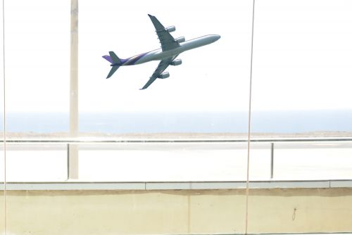 Angry traveler breaks airport window over cancelled flights