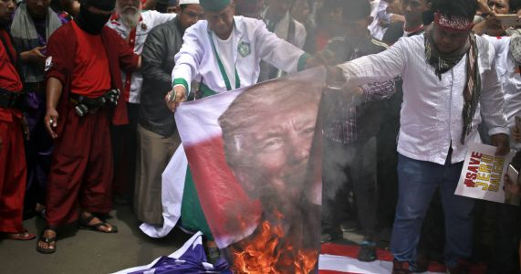 Indonesians burn US flags in 4th day of Jerusalem protests