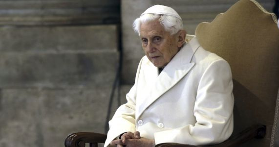 Report: Benedict defends 'pope emeritus' title to critic