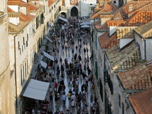 Mass tourism threatens Croatia's 'Game of Thrones' town
